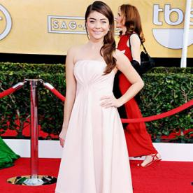 Exclusive! Sarah Hyland Dishes on Her SAG Awards Gown Dilemma