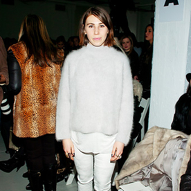 "Girls Star Zosia Mamet on Her ""Wacky"" Style and the Art of ""Looking Cute in the Cold"""