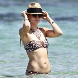 Kate Hudson Shows Off Her Toned Tummy in a Leopard-Print Bikini