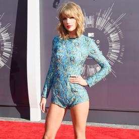 Taylor Swift Wears a Onesie to the MTV Video Music Awards