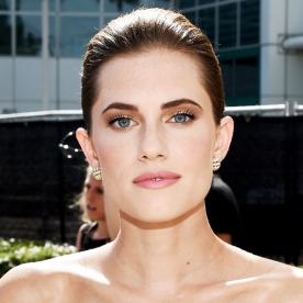 How to Get Allison Williams's Flawless Emmys Makeup Look