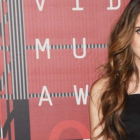Laura Marano Brings Her Flip Phone to the 2015 VMAs