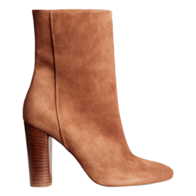 <p>Suede boots</p>