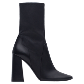 <p>Leather high heel boots</p>