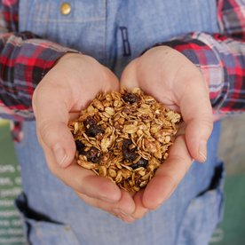 This Easy-to-Make Granola Is the Perfect Hostess Gift