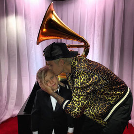 The Best Celebrity Instagram Photos from the 2016 Grammy Awards