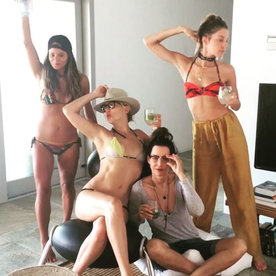 Bikini-Clad Kate Hudson and Her Girl Squad Are Having a Blast in St. Tropez