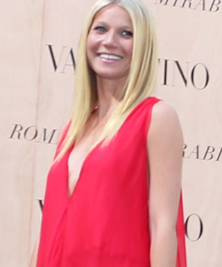 Gwyneth Paltrow's Look at theValentino Couture Show Was Red-Hot Perfection