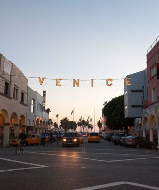 How to Navigate Venice Beach Like a Local: 10 Spots to Check Out