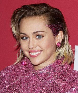 Miley Cyrus Proudly Wears Liam Hemsworth's Name on Her Shirt in a Mirror Selfie