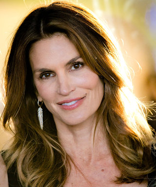 Cindy Crawford Celebrates One Million Instagram Followers With a Selfie GIF