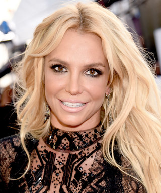 Britney Spears Shows Off Flirty New Hair Cut with Lots of Selfies