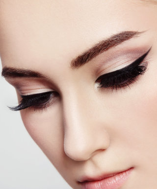 The Genius Trick to an Adele-Inspired Cat Eye Wing