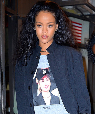 NEW YORK, NY - OCTOBER 19:  Rihanna steps out in a Hillary Clinton supporter t-shirt in Manhattan on  October 19, 2016 in New York City.  (Photo by Robert Kamau/GC Images)