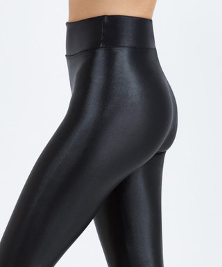 These High-WaistWorkout Leggings Will Not Fall Down