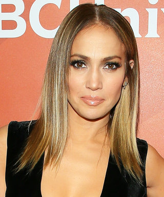 J.Lo's Red Carpet Look = Major va va Voom