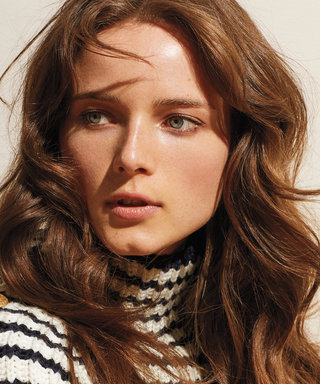 Model Anna de Rijk Sports the Season's Hottest Throwback Looks
