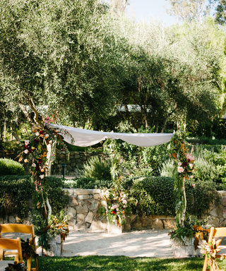 These Leafy Altars Are What Fall Wedding Dreams Are Made Of