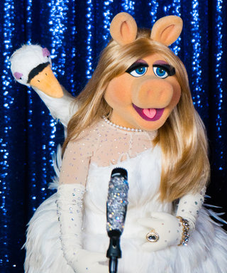 Miss Piggy Reviews the Red Carpet Looksfrom the 2017 Fashion Awards
