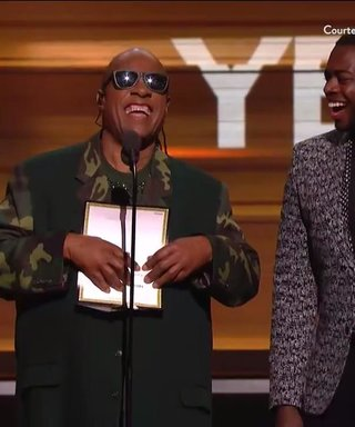 Stevie Wonder Jokes About Reading Braille At The Grammys