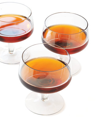 The Perfect 5-Second Cocktail to Drink After Your Thanksgiving Food Binge