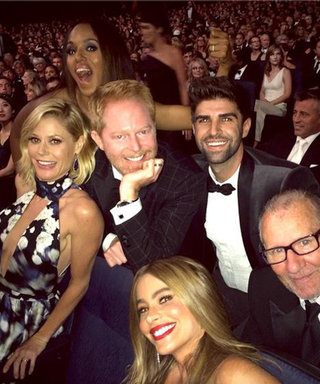 Kerry Washington Photobombs the Modern Family Cast at the Emmys