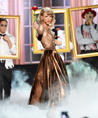 """Taylor Swift Brings Her """"Blank Space"""" Music Video to Life on Stage at the AMAs!"""