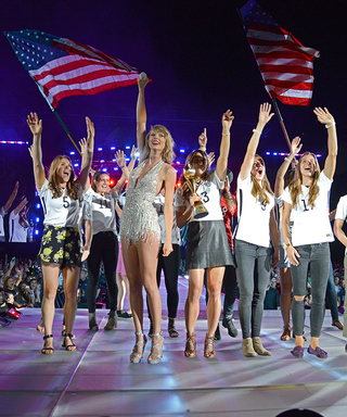 Taylor Swift Honors theU.S. Women's Soccer Team Onstage at Concert