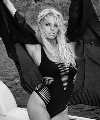 Jessica Simpson Poses in a Monokini in This Sexy Instagram Snap