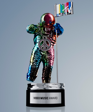 Jeremy Scott Gives the Moonman a Makeover for the 2015 VMAs