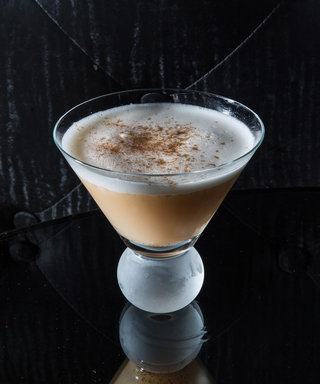 This CozyCocktail Tastes Like Apple Pie in a Glass