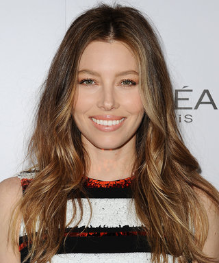 Jessica Biel Can Sing! Watch Her Break Into Song on the Red Carpet
