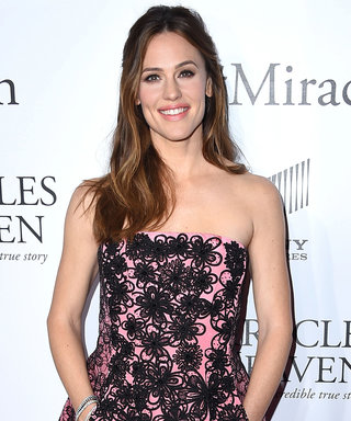 Jennifer Garner Goes Girly in Pink at Miracles from Heaven Premiere