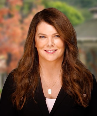 Lauren Graham Introduces Gilmore Girls to the World in New Netflix Promo