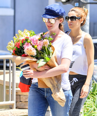 Anne Hathaway Proves Fresh Flowers Are Always in Style During a Farmers' Market Run