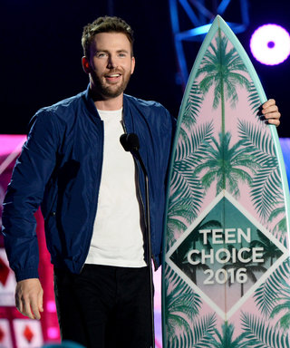 Chris Evans Looks Hotter Than Ever as He Wins a 2016 Teen Choice Award