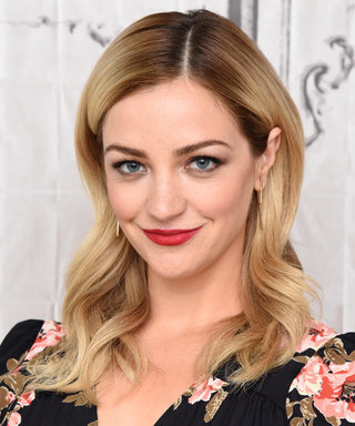 Odd Mom Out's Abby Elliott Is Married—and the Photos Are *Stunning*