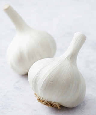 Can Garlic Really Get Rid of Your Breakouts?