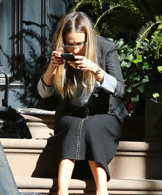Sarah Jessica Parker Demos Exactly What It Takes to Get the Perfect #Shoefie