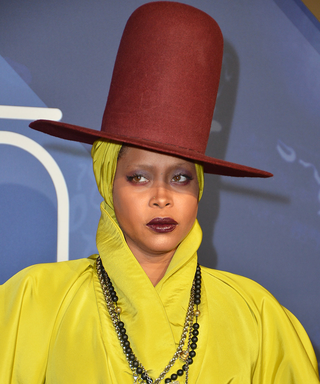 "Watch Erykah Badu Sing an Acapella Version of ""Car Wash"""