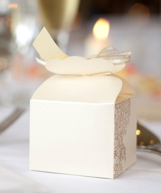This Awards Show-Inspired Trend Is Replacing the Wedding Favour