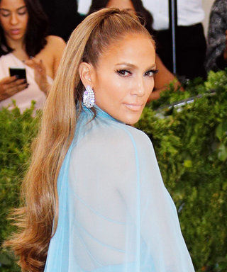 Here's a Smitten J.Lo Blowing a Kiss at A-Rod