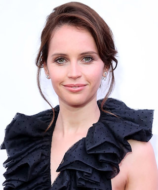 Felicity Jones Subtly Debuts a Gorgeous Engagement Ring on the Red Carpet