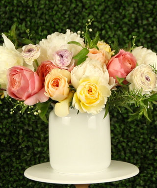 Video: How To Create A Beautiful Wedding Centerpiece