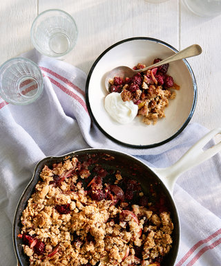 Apple-Blackberry Breakfast Crisp