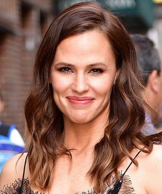 Jennifer Garner Glows in Rare Fresh-Faced Selfie from Bed
