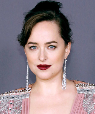 Daily Beauty Buzz: Dakota Johnson's Berry Lipstick