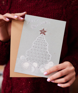 This Hilariously Relatable Christmas Card Has Won Over the Internet
