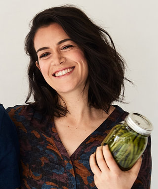 Watch Broad City's Abbi Jacobson Try to Pickle Vegetables