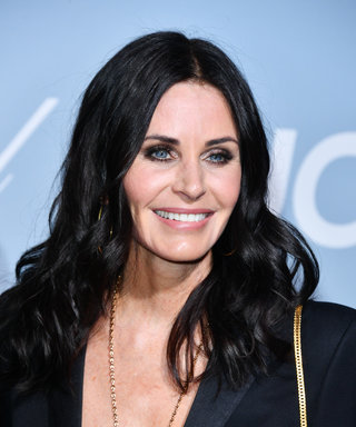 LOS ANGELES, CALIFORNIA - FEBRUARY 21: Courteney Cox  arrives at the 2019 Hollywood For Science Gala at Private Residence on February 21, 2019 in Los Angeles, California.  (Photo by George Pimentel/Getty Images)
